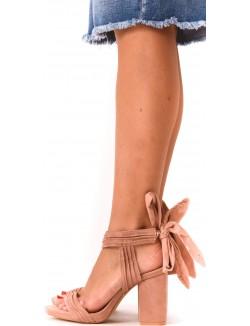 Sandales en suédine lacées à talons carrés