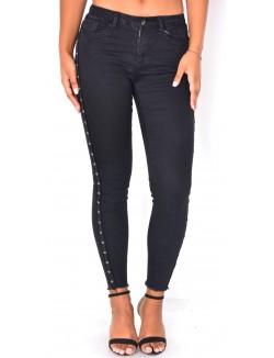 Jeans noir à oeillets