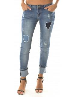 Jeans skinny déchiré et retroussé