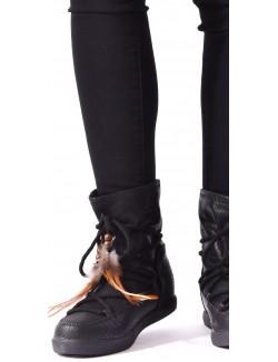 Boots lacées à plumes